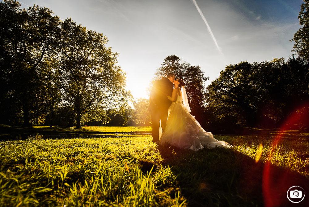 Vor geschlossenen Toren am Schloss Buldern – Hochzeit in Dülmen