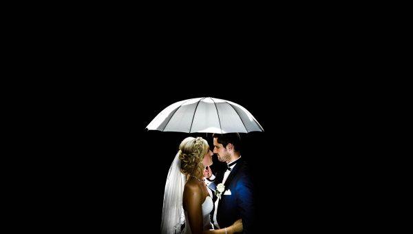Brautpaar im Regen Hochzeitsfotograf