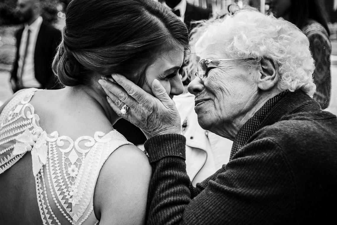 Braut mit Oma