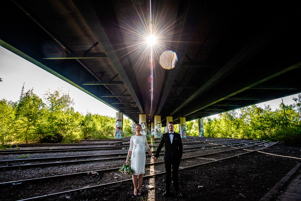Brautpaar unter Brücke Dortmund